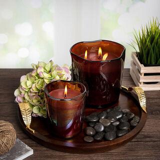 شمعة في وعاء زجاجي